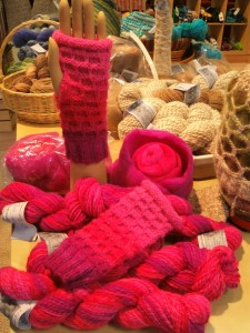 1234 Huey handspun Mitts in Rose Garden